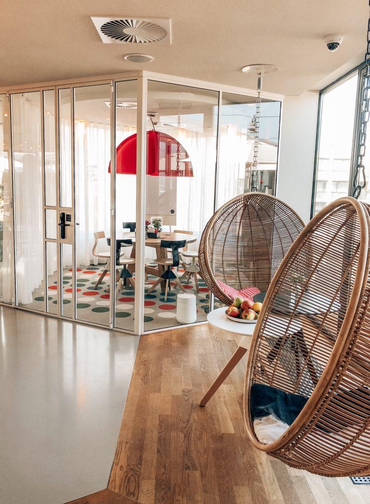 Ju On The Road - Weekend d'inspiration à Amsterdam - Direction Amsterdam, une des capitales les plus branchées d'Europe, pour un weekend d'inspirations. Zoku Hotel